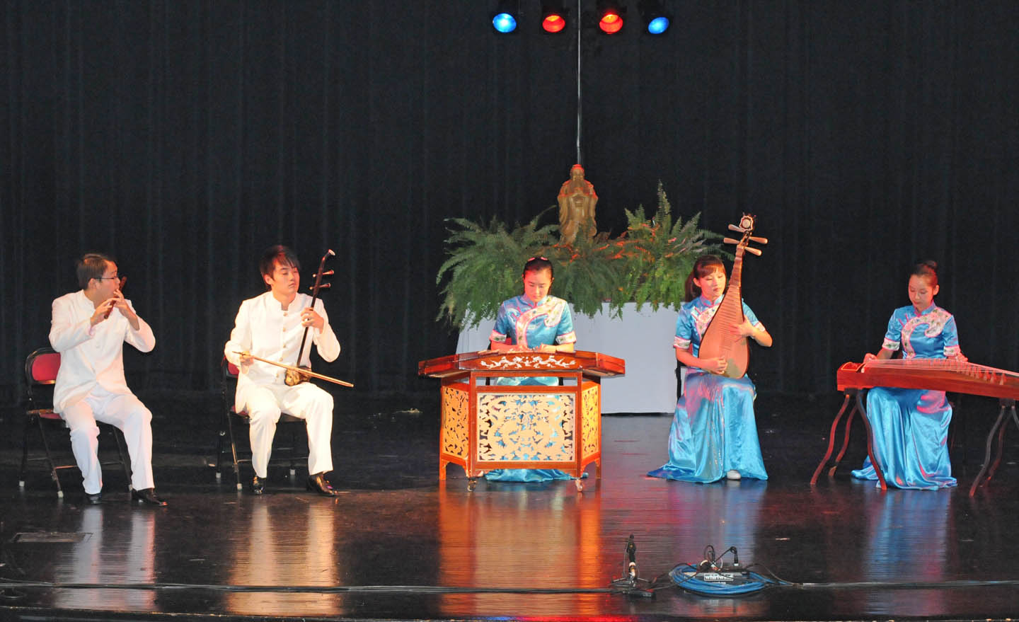 Read the full story, Chinese concert wows audience