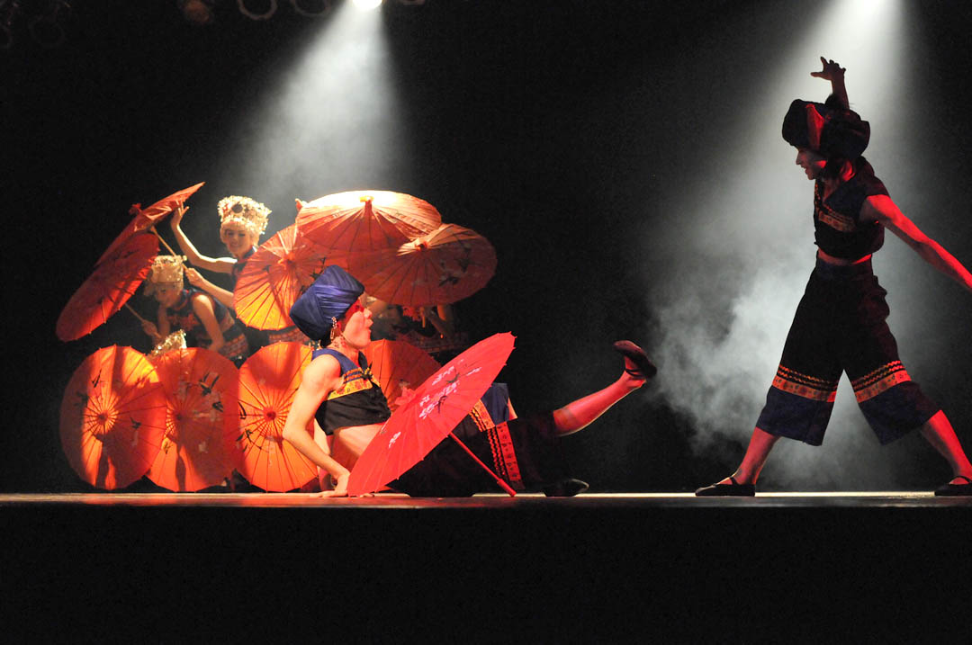 Chinese Ethnic Arts Troupe lights up Civic Center
