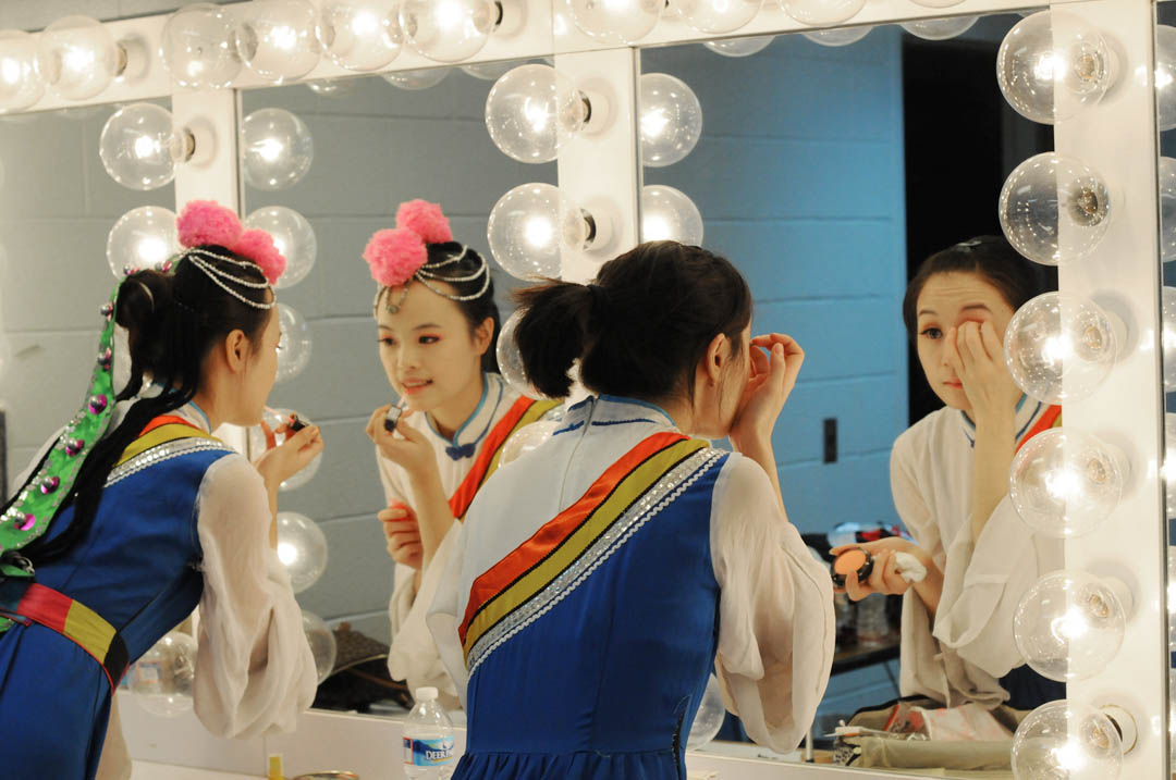 Click to enlarge Chinese Ethnic Arts Troupe lights up Civic Center