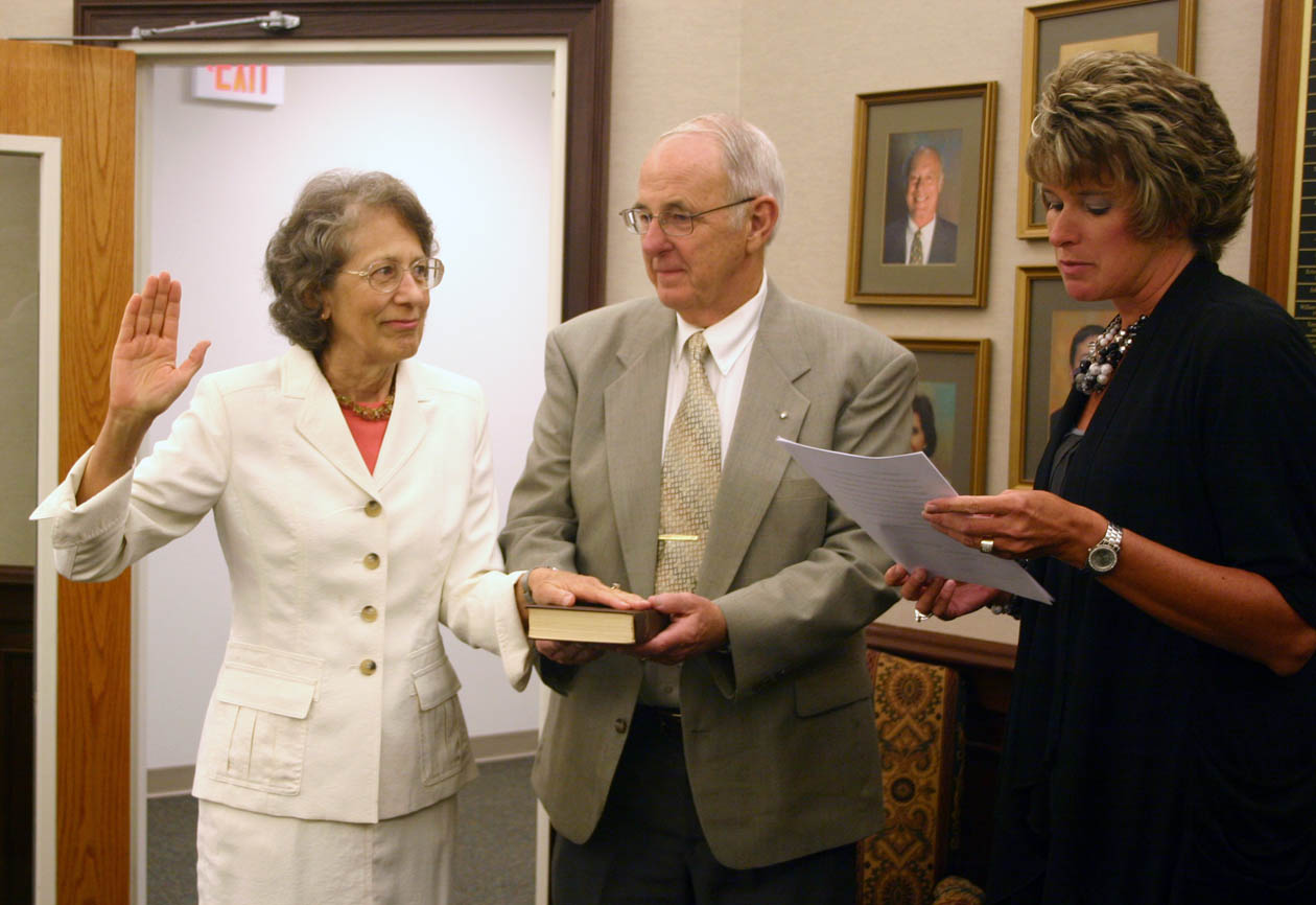 Underwood sworn in as new CCCC trustee