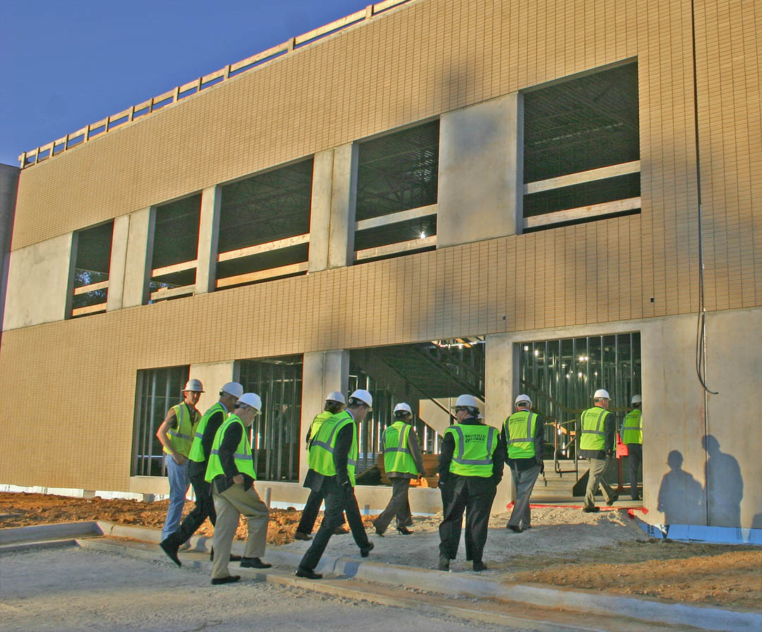 CCCC administrators, government leaders tour Health Sciences Building
