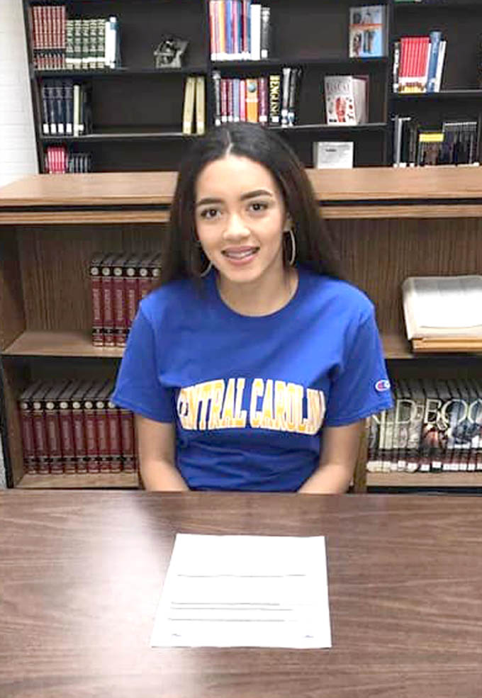 Read the full story, CCCC cross country signs Yocelyn Rivera